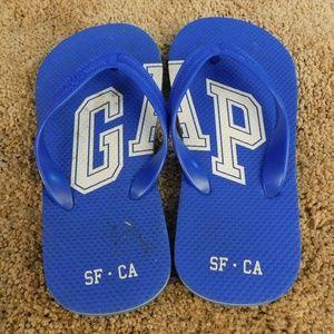 Gap blue flip flops